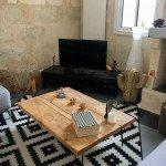 Superbe table en bois de 5cms d'épaisseur. 120 cms x 80 cms Pieds en épingles noirs